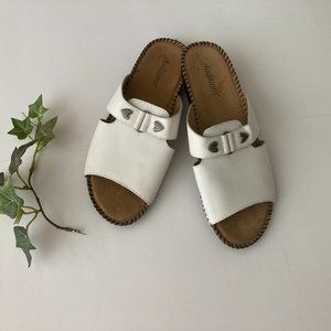 Auditions White Leather Flat Sandal 8.5M